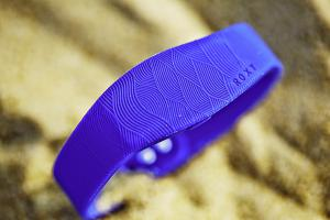 Sony lance le SmartBand with Roxy, une variante plus girly de son bracelet fitness